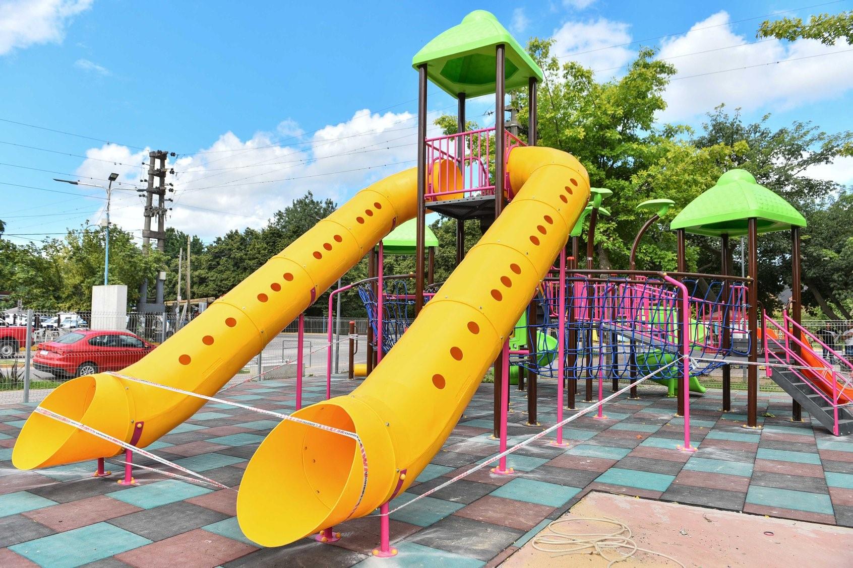 cabd71035 Maquinista Savio: Avanza la ampliación del sector de juegos infantiles de  la plaza La Madre y El Niño